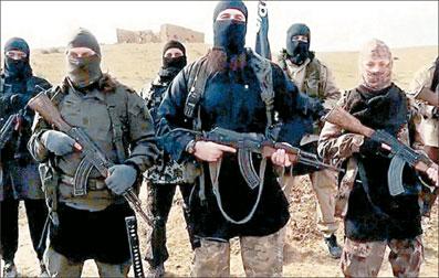 شکست داعش در تحقق رویای خلافت بر ممالک اسلامی، سرکردگان این گروه تروریستی را به بازنگری در راهبرد، اهداف و شیوههای فعالیت واداشته است. می توان انتظار داشت داعش به جای تلاش برای استقرار در جغرافیایی متمرکز، با گسترش فعالیتهای شبکه ای و پراکنده و همپیمانی با گروههای تندرو، اهداف شوم خود را در سراسر نقاط جهان دنبال کند. به گزارش گروه تحلیل، تفسیر و پژوهشهای خبری ایرنا، رخ نمایی اخیر «ابوبکرالبغدادی» سرکرده داعش در فضای مجازی و اظهاراتش در مورد وضعیت و سیاستهای آتی این گروه تروریستی، از […]