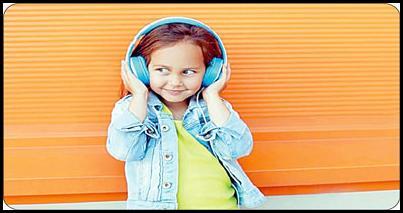 از نظر برخی والدین، یکی از راههای سرگرم کردن بچهها و راحت شدن از سر و صدای محیط، پلی کردن فیلم یا بازی در تبلت و قرار دادن یک جفت هدفون در گوش بچههاست. اما تحقیقات جدید نشان میدهد که والدین با این کار به طور مستقیم سلامت شنوایی فرزندانشان را نشانه میروند! محققان میگویند استفاده از هدفون برای کودکان میتواند خطرات کاهش شنوایی و آسیب به گوش را در پی داشته باشد. آنها در دانشگاه منچستر ۶ نوع مختلف هدفون  را مورد آزمایش قرار داده و دریافتند […]