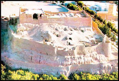 «زارچ» نام یکی از شهرهای استان یزد است که قدمت بیش از ۳۰۰۰ ساله دارد و در ۵ کیلومتری باختر شهر یزد، مرکز ایران قرار گرفتهاست. شهر زارچ تا سال ۱۳۴۲ خورشیدی جزو نواحی روستایی بهشمار میرفت و از این سال به عنوان منطقه شهری شناخته شد.این شهر از شمال به کوههای «دربید» و «انجیر» از شرق به شهر «شاهدیه» و یزد، از جنوب به جاده خضر آباد و از غرب به «اشگذر» محدود است. «زارچ» بعد از میبد، قدیمیترین آبادی یزد است و تا سال ۱۳۴۰ شمسی معماری […]